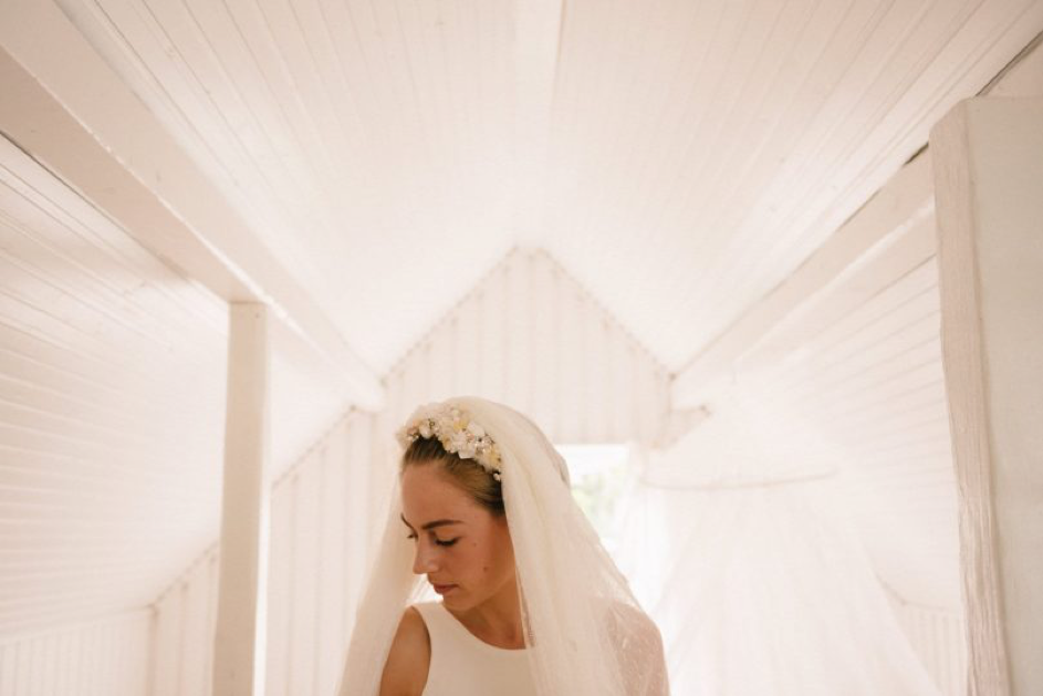 How to clean and keep your wedding dress bright as a new pin after the big day?